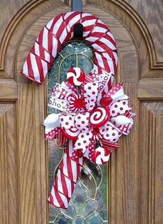 Christmas Candy Cane Decorations, Candy Cane Crafts, Candy Cane Wreath, Christmas Mesh Wreaths, Christmas Swags, Christmas Crafts, Christmas Ornaments, Candy Canes, Couronne Diy