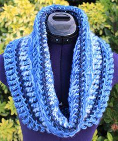 Col snood fait main en laine, tour de cou au crochet, grand col amovible, écharpe cylindre à capuche, collier grosse maille crocheté, écharpe tube bleu dégradé Tour, Crochet, Fashion, Snood, Cuffs, Handmade, Necklaces, Wool, Blue
