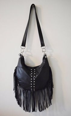 Black Leather Bag with Fringes | Schwarze Ledertasche Fringe von karenkalashnik auf Etsy