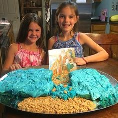 Chloe and Ellie from Oroville, California made a cake for family worship of the Israelites crossing the Red Sea. Photo shared by @mandajane85