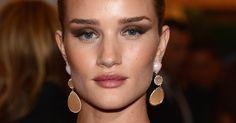 Looks inspiradores: veja como as famosas combinam a maquiagem com seus olhos claros - Beleza - UOL Mulher