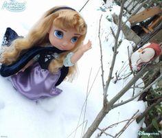 Aurore se promène malgré la neige pour parler à ses amis les oiseaux !