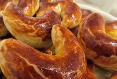 Kysnuté rožky s makom a orechami Doughnut, Sausage, Desserts, Food, Basket, Tailgate Desserts, Deserts, Sausages, Essen