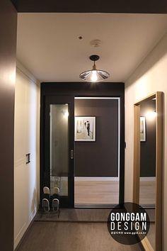 [30평대 아파트 인테리어] 강남구 자곡동 74(30평형) 마이너스옵션 아파트인테리어 비용 30평대 40평대 50평대 60평대 인테리어회사 예쁜집 강남구아파트인테리어 강남인테리어 업체 인테리어블로그 공감디자인 : 네이버 카페 Seoul Apartment, Apartment Interior, Study Cafe, Interior Architecture, Interior Design, Entrance Gates, Front Design, Home And Living, Living Rooms
