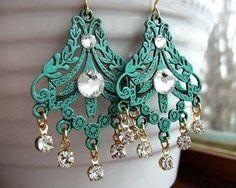 Gorgeous chandelier earrings.