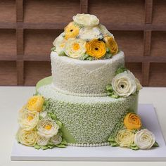 #2단케이크#피어나케이크#졸업작품#선물 #cake #bakery #bread #flower #flowercake 정말 멋진 2단 케이크 , 은아님의 작품입니다 My #student made this cake very #beautiful.