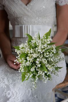 I love this bouquet! Bridesmaids and mine would have a white lily in the middle or maybe a few (not cala!)