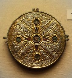 British Museum - Late c Anglo-Saxon harness fitting Medieval Jewelry, Viking Jewelry, Ancient Jewelry, Medieval Art, Antique Jewelry, Gold Jewelry, Jewlery, Anglo Saxon History, British History