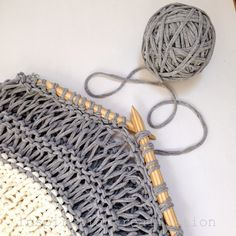 Make a beautiful DIY open knit sweater with t-shirt yarn with this pattern from inspiration & realisation!
