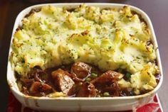 This comforting sausage and mash bake recipe will be a hit with the whole family. It's such an easy dinner. One thing's for sure, there'll be no leftovers! Sausage And Mash, Uk Recipes, British Recipes, Recipies, Autumn Recipes Uk, Baking Recipes Uk, Easy Recipes, Baked Dinner Recipes, Main Meals
