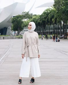 "2,588 Likes, 48 Comments - IMANE • THE MODEST MINIMALIST (@fashionwithfaith) on Instagram: ""Look for day one of #SMFW2017, wearing a white hijab for like the first time ever! Oh the struggle…"""