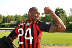#kobebryant is a supporter of #acmilan (Italy)!!! Numero 1