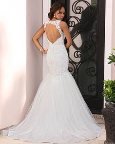 Say I do to our Tulle and Lace! The delicate applique detail and elegant back cutout concludes a flawless Mermaid silhouette
