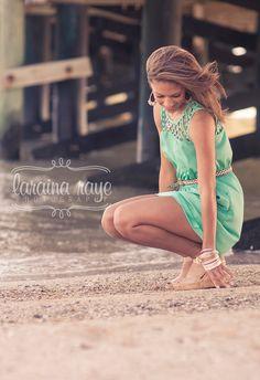#larainarayephotography senior picture girl