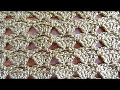 Crochet tutorial that teaches you how to to crochet these Shells in a Row. For written pattern http://www.meladorascreations.com/shells-in-a-row-free-crochet...
