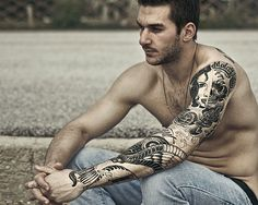 40 Full Sleeve Tattoo Designs to Try This Year Fake Tattoos, Trendy Tattoos, Black Tattoos, Tribal Tattoos, Tattoos For Guys, Polynesian Tattoos, Full Sleeve Tattoo Design, Arm Sleeve Tattoos, Tattoo Sleeves