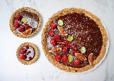 Tarte au chocolat et fruits rouges Biscuits, Pie, Desserts, Food, Figs, Raspberry, Seasonal Fruits, Red Berries, Pastel