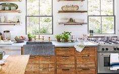 49 Stunning Modern Rustic Kitchen Remodel For Your Inspiration. A kitchen remodel is by far among the smartest and most well-known updates you'll be able to make to your house. Kitchen remodel could possibly be an . Kitchen Inspirations, Tiny Kitchen Design, Kitchen Trends, French Country Kitchen, Kitchen Remodel, Kitchen Design Pictures, New Kitchen, Country Kitchen Designs, Modern Kitchen Design