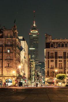 Ciudad de Mexico-Av. Madero. -- Prominente la Torre LatinoAmericana