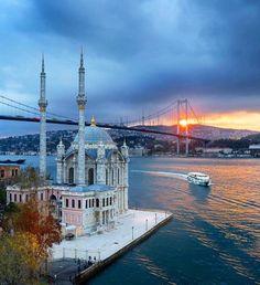 Ortaköy Mosque Mosque in Istanbul, Turkey Wonderful Places, Beautiful Places, Roadtrip Europa, Hagia Sophia Istanbul, Terra Santa, Bosphorus Bridge, Hotels In Turkey, Capadocia, Istanbul City