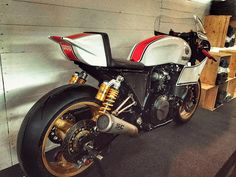 Yamaha XJR 1300 Cafe Racer by Venezia Moto #motorcycles #caferacer #motos | caferacerpasion.com
