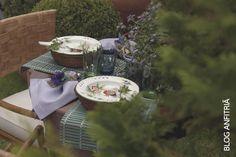 Almoço ao ar livre. Lindo e romântico.