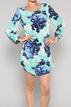 Love this blue floral shift dress #fashion #style