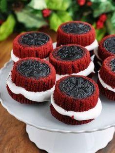 Red Velvet OREO Stuffed Cupcakes - var lieliski iztikt bez cepumiem :)