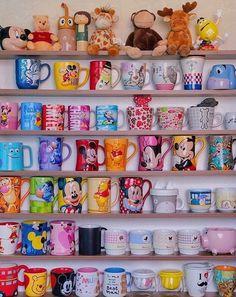 Deco Disney, Disney Diy, Disney Crafts, Disney Coffee Mugs, Cute Coffee Mugs, Coffee Mug Display, Disney Cups, Disney Rooms, Disney Kitchen