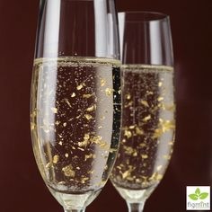 Add a touch more glamour to your bubbles! #dancinggold #champagne #partyideas #celebrations #entertainingwithfigmint #figmintcatering