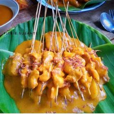 Sate Padang Ala Rumahan By - Resep Tina Sate Padang, Bbq Skewers, Indonesian Cuisine, Sauce Recipes, Street Food, Macaroni And Cheese, Food And Drink, Snacks, Dishes