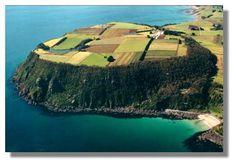 table_cape_farm-wynard-tasmania Ends Of The Earth, Tasmania, East Coast, Largest Countries, Beautiful Places To Visit, Amazing Places, Australia, Island, Country