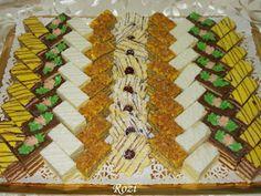 Rozi Erdélyi konyhája: Lakodalmas sütemények Hungarian Cookies, Hungarian Cake, Small Cake, Winter Food, Food And Drink, Sweets, Christmas, Blog, Advent