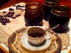 profumata...gustosa, sfiziosa marmellata di caffè...per farcire torte, bignè...crostate...la ricetta è ddella mitica Martolina del blog M