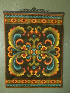 Norwegian wall hanging - made by MomMom. Norwegian Vikings, Scandinavian Art, Bargello, Tole Painting, Tapestry Wall Hanging, Mosaic Art, Antique Dolls, Cross Stitching, Textile Art