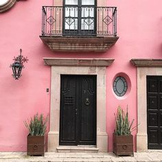 Sunday strolls  cotton candy pink casas are what dreams are made of. #housegoals