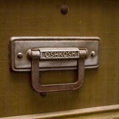 Decoration Archive Vintage Oshkosh Wardrobe Trunk - Vintage Accessories - Accessories #oshkosh