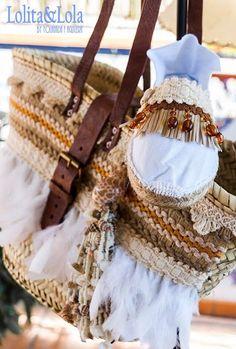 cubrebotas boho chic denim capazo strawbag moda Boot cuffs fashion accessories alaolita&Lola: Capazo y… Boho Chic, Hippie Chic, Denim Boho, Hippie Shoes, Decorated Shoes, Diy Handbag, Beaded Jewelry Designs, Denim Shoes, Boho Bags