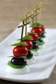 Resultado de imagem para molho para salada caprese Pesto, Salada Caprese, Cherry, Fruit, Manga, Italian Salad, Isle Of Capri, Simple Salads, Food Processor