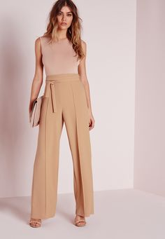 "Good things come in small packages. Shop our Missguided Petite range, for babes 5""3 and under.  Get a super sophisticated evening look suitable for any occasion. These super easy crepe wide leg pants feature an attached tie belt at the ..."