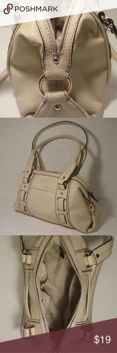 """Nine West handbag EUC cream sharp details Beautiful bag, 14 x 7 x 4"""" with a 10"""" drop. 2 outer slide pockets, 2 inner slides and 1 inner zip pocket. 2 faint lines and 1 small smudge at bottom left corner in pic 4. Both flaws are accurately depicted in pic 4. Vegan leather. Nine West Bags"""