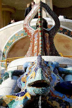 05 Parque Güell La escalinata 06 13215 - Parque Güell (Park Güell) Calle Olot, Monte del Carmel, Barcelona Arquitecto: Antoni Gaudí con la colaboración de Josep Maria Jujol, Francesc Berenguer, Joan Rubió y Llorenç Matamala.