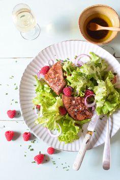 Salade de foie de veau aux framboises Mets, Cobb Salad, Food, Raspberries, Salads, Eat, Recipes, Kitchens, Hoods