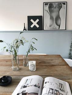 DIY lambrisering in kleur sprankelend van histor - Posters: Sealoe en the XX. Diningroom styling. Cosy corner. Cafe Concept, Living Area, Living Room, Mood Colors, Interior Decorating, Interior Design, My Dream Home, Interior Inspiration, Sweet Home