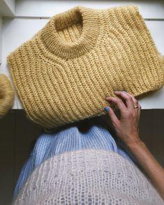 September Sweater – PetiteKnit Easy Sweater Knitting Patterns, Knitting Stitches, Free Knitting, Circular Needles, Knit Fashion, Women's Fashion, Needles Sizes, Holiday Sweater, Swatch