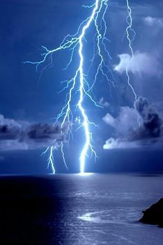 Find images and videos about blue, nature and sky on We Heart It - the app to get lost in what you love. Ride The Lightning, Thunder And Lightning, Lightning Strikes, Lightning Storms, Tornados, Thunderstorms, Lightning Photography, Nature Photography, Wild Weather