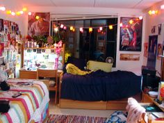 dorm room layout.. Hmmmm. Ideas (:
