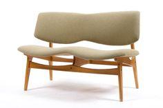 utopiaretromeodern.com - designer: Gunnar Sørlie, produsent: Karl Sørlie og Sønn, periode: c. 1952, 2 seter sofa i bøk, omtrukket i