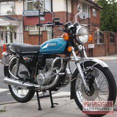 Vintage Motorcycles Classic 1977 Suzuki Classic Suzuki for Sale Classic Motors, Classic Bikes, Street Bikes, Road Bikes, Vintage Motorcycles, Cars And Motorcycles, Moped Motorcycle, Suzuki Bikes, Motorised Bike