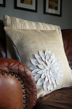 a case of the mundays: felt friday: snowmum pillow Burlap Pillows, Decorative Pillows, Bed Pillows, Home Crafts, Fun Crafts, Sewing Crafts, Sewing Projects, Felt Pillow, Burlap Crafts